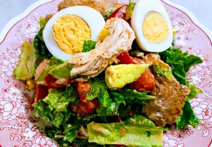 Σαλάτα με κοτόπουλο, θρεπτική, βιταμινούχα
