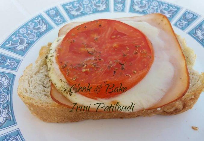 Μπρουσκέτα απλή, με αλλαντικά, τυρί και ντομάτα