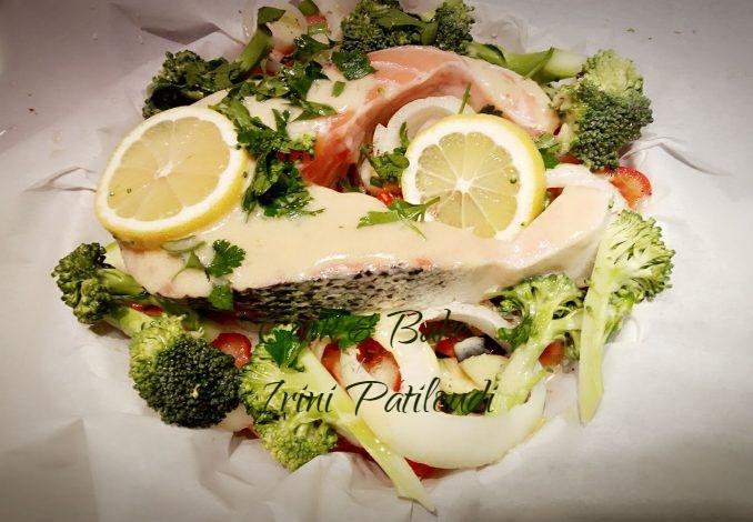 Σολoμός με λαχανικά σε λαδόχαρτο της Elena Theodosiadou