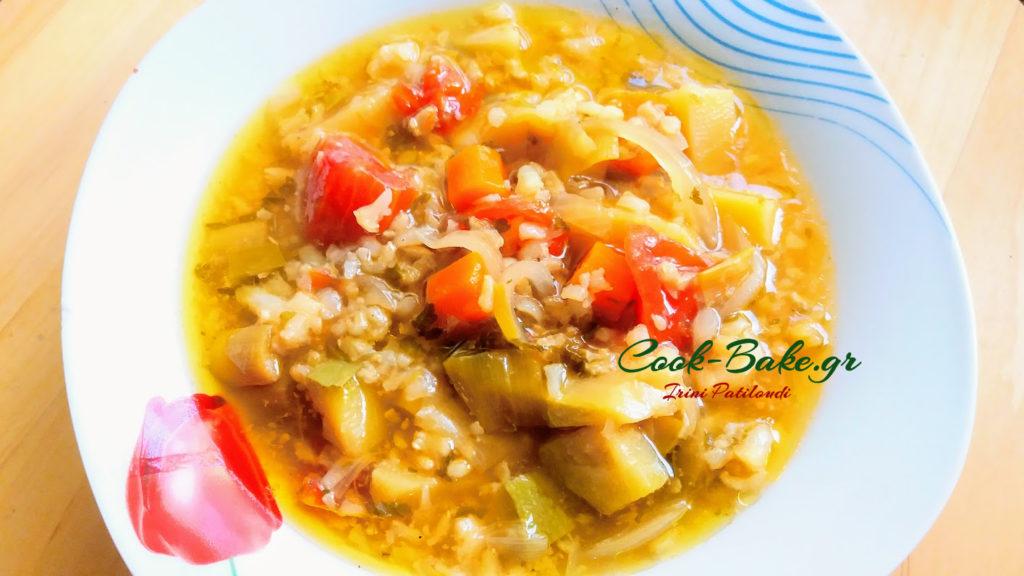 Σούπα λαχανικών με καστανό ρύζι